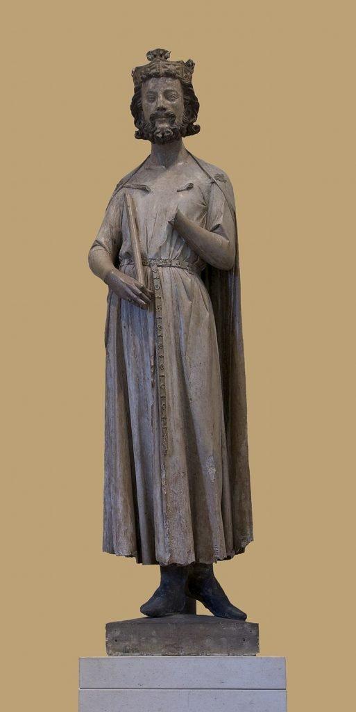 Estatua de Childeberto I que se conserva en el Louvre.
