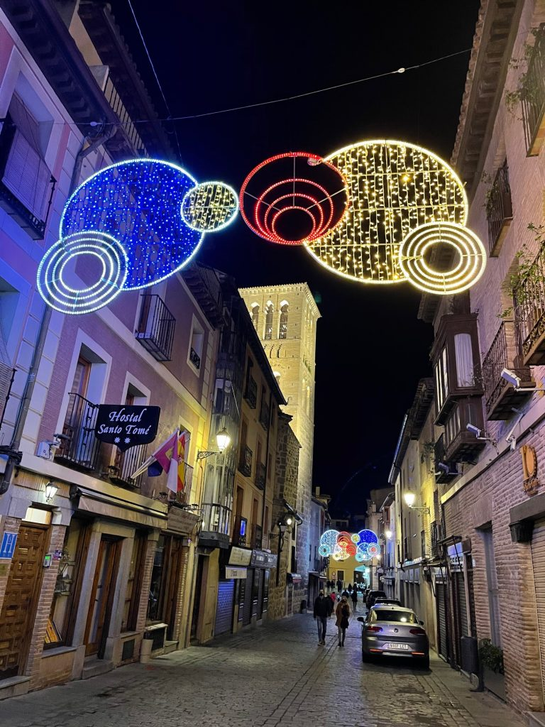 Calle Santo Tomé. Luces de Navidad 2020 en Toledo