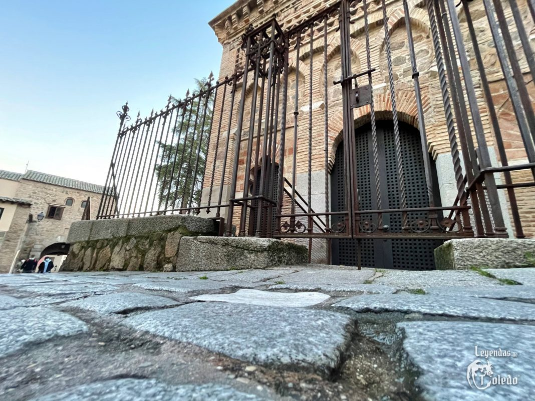 La piedra blanca de la mezquita del Cristo de la Luz en Toledo