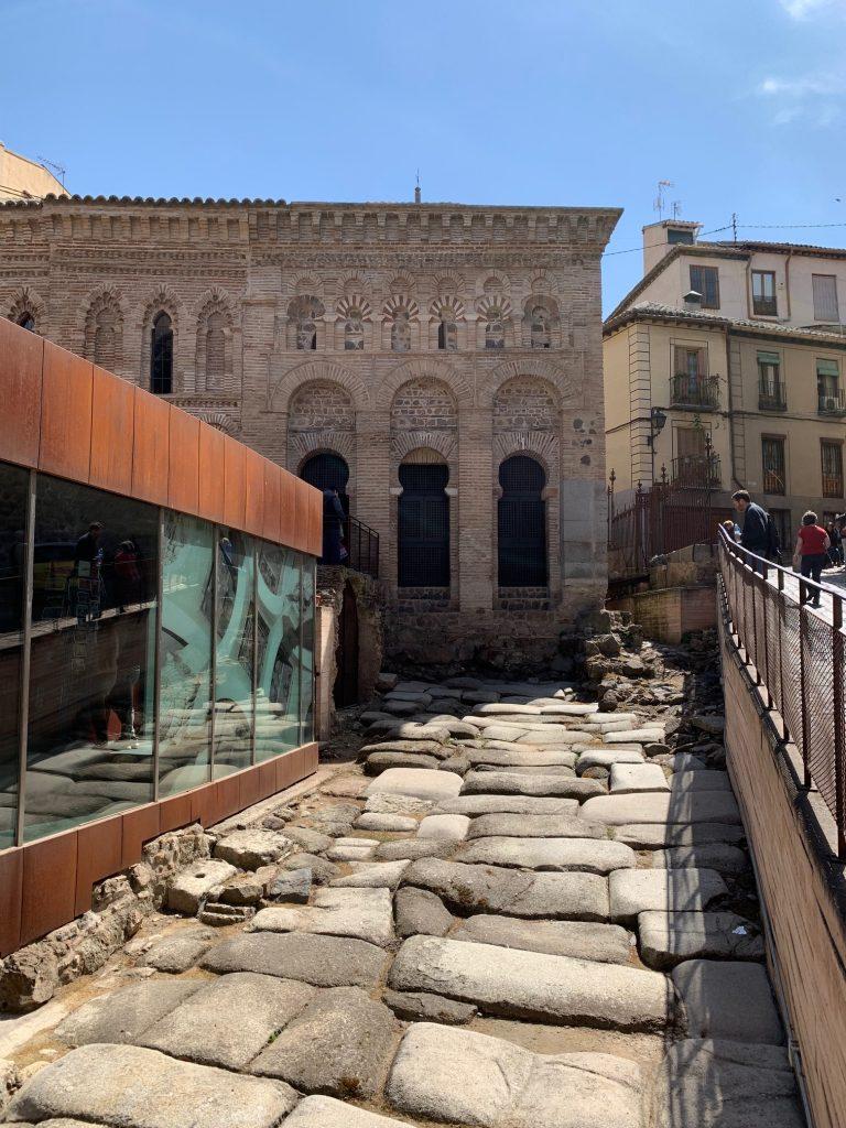 Restos de una calzada romana cerca de la Mezquita del Cristo de la Luz