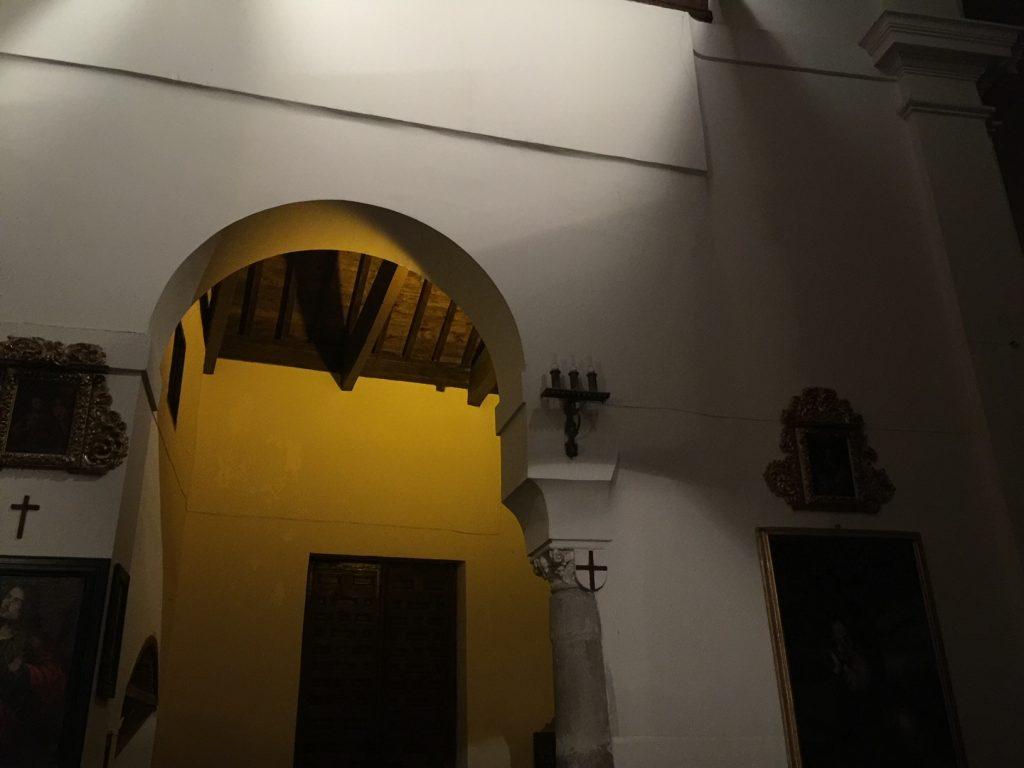 Interior de la Iglesia de San Miguel el Algo en Toledo