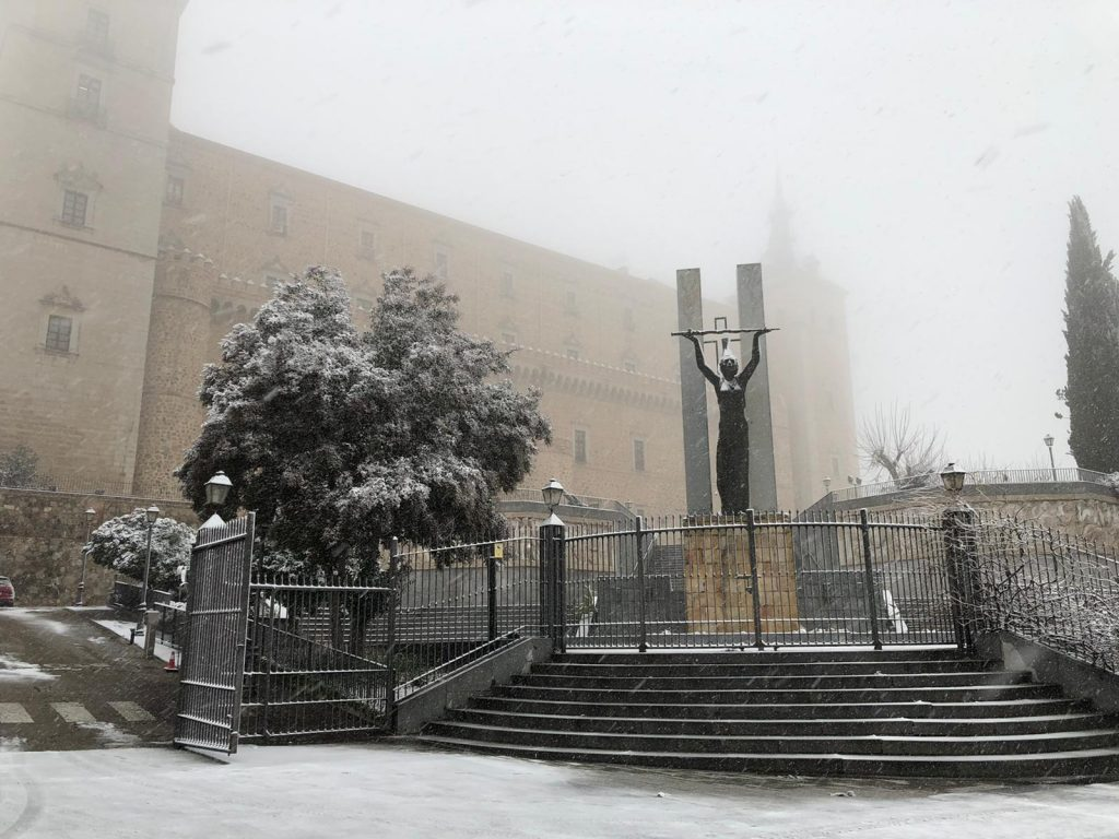 Alcázar de Toledo bajo la nieve el 7/1/21 a las 10h. Foto: L.M.