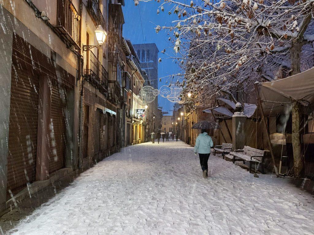 Calle Santo Tomé bajo la nieve. Toledo. Foto: Amparo Bertol. 8/1/21 a las 19 horas.