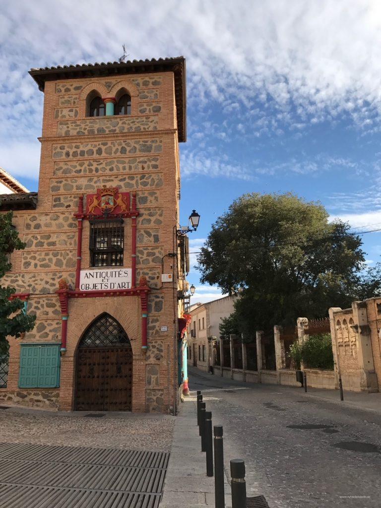 Antigüedades Linares en la Calle Reyes Católicos, Toledo