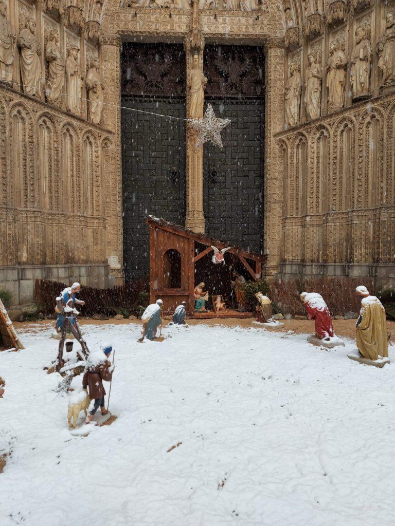 Belén de la Catedral de Toledo bajo la nieve. Foto: Amparo. 12:00h 07/01/21