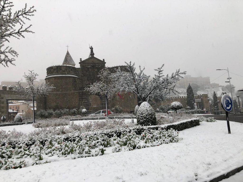 Puerta de Bisagra nevada. 07/01/21. Foto: L.M. a las 10h