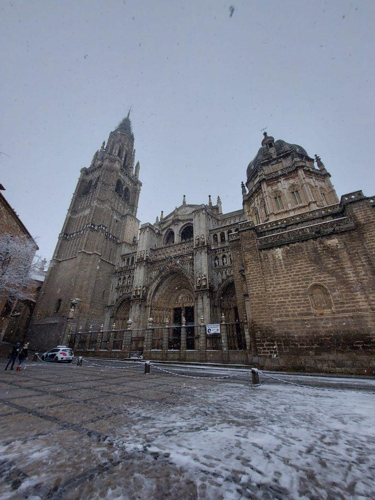 Catedral de Toledo bajo la nieve 07/01/21. Foto: Amparo. 12:00