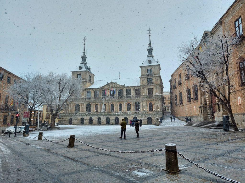 Ayuntamiento de Toledo bajo la nieve. Foto: Amparo. 12:00 horas 7/1/21