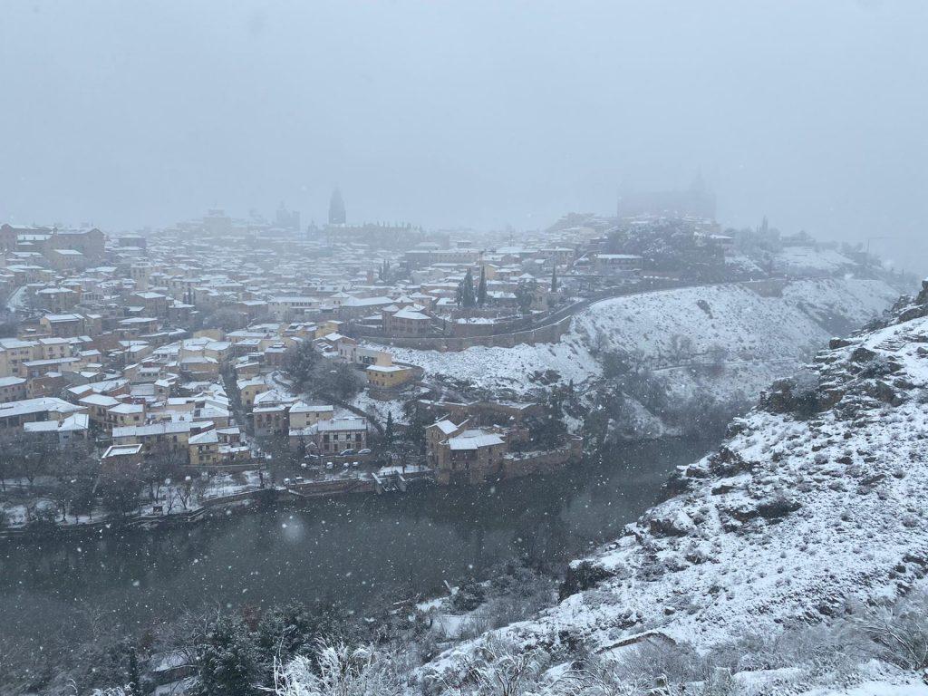Nevando en Toledo, desde el Valle, por José García Cano