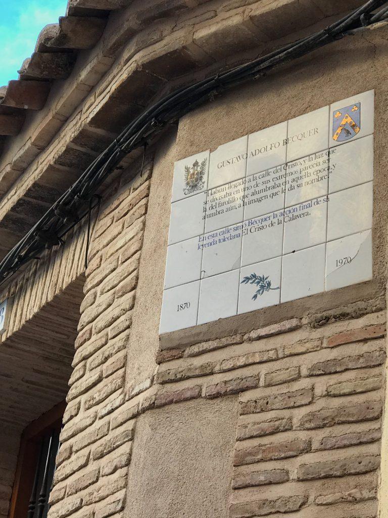 """Placa conmemorativa de la leyenda de Bécquer """"El Cristo de la Calavera"""" en Toledo"""