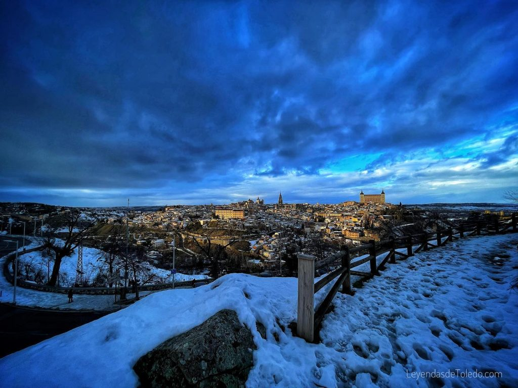 Foto de Toledo desde el Valle, con nieve, enero 2021