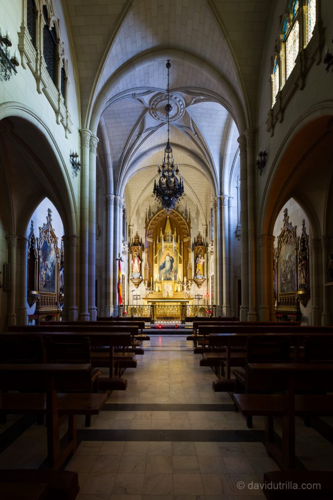 La capilla neogótica de la Academia de Infantería de Toledo, presidida por una imagen de la Inmaculada Concepción. Foto: David Utrilla.