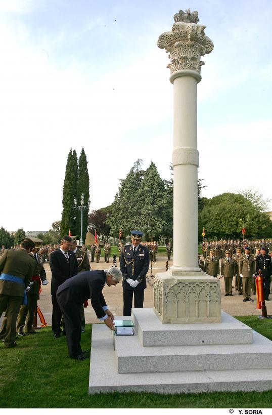 El presidente de Castilla-La Mancha, José María Barreda, asistió el 20/04/2007, en la sede de la Academia de Infantería de Toledo, a la inauguración del monumento en honor a su majestad el rey Don Alfonso XIII
