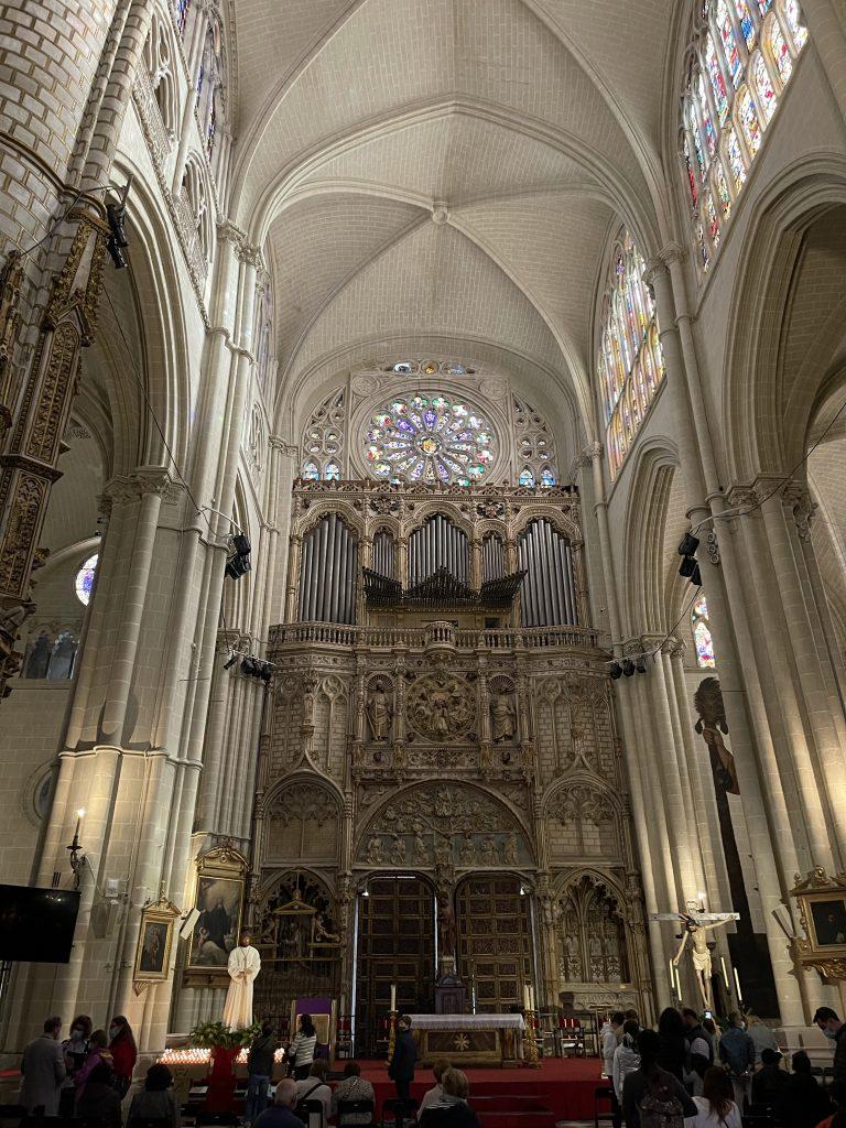 Interior de la Puerta de los Leones y órgano del Emperador