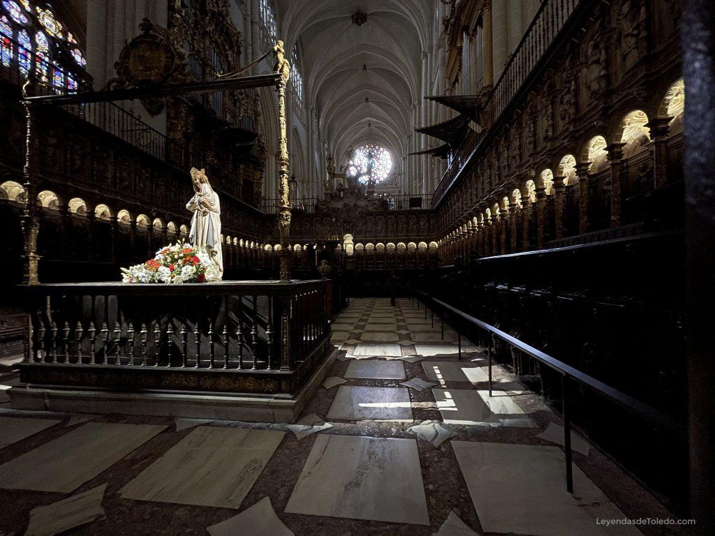 Coro de la Catedral de Toledo y Virgen Blanca