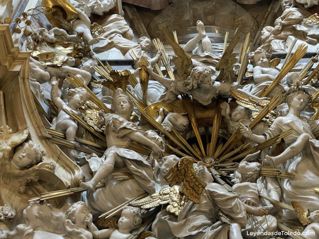 El Transparente, con el pez dorado y los Arcángeles. Catedral de Toledo