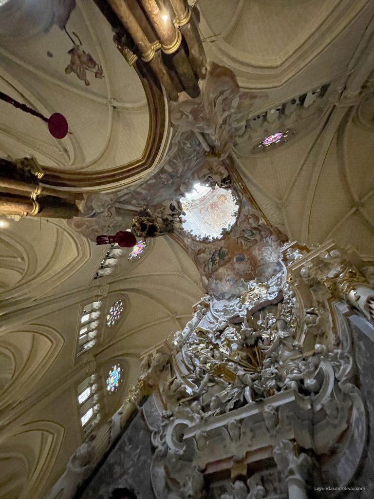 Parte de la girola y el Transparente de la Catedral de Toledo