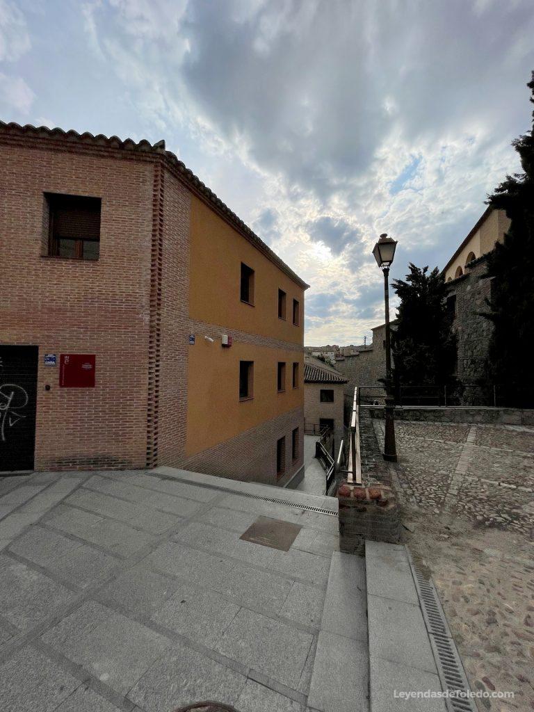 Acceso a la Plaza Escondida de Toledo