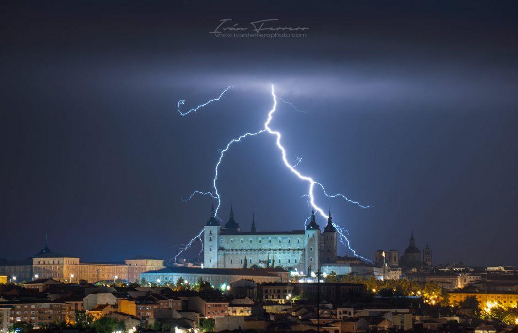 Foto tormenta noche 1 de septiembre 2021 por Iván Ferrero en Toledo